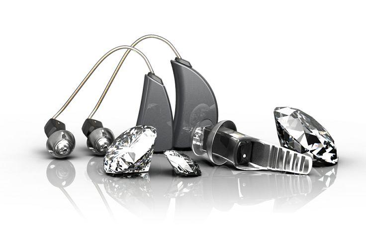Ytango hoortoestel met hoorhulp Qleaf Pro en witte diamanten. Hearing aids are so 2014!