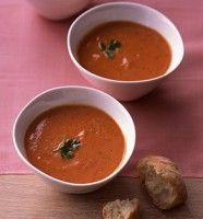 Recept Hartige Paprika Soep met Chilipeper. Licht pittige paprikasoep maak je ook met uw blender.