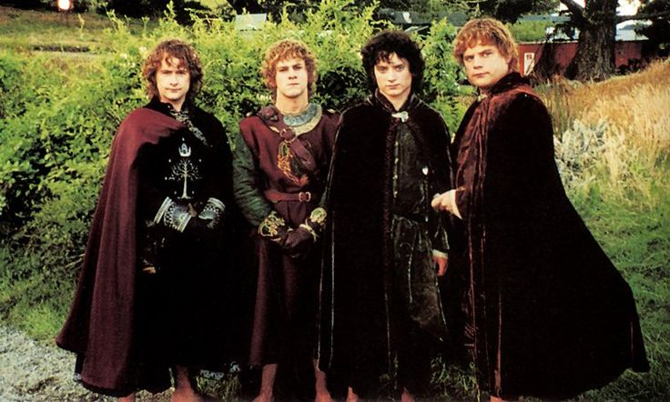 Love Pippin's soldier of Gondor uniform and Merry's Rohan one. Beautiful costumes here!