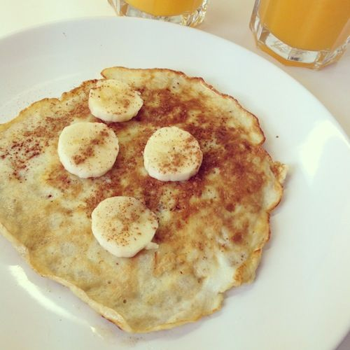 Skinny bananenpannenkoekjes, gezond en verrukkelijk! - http://chickslovefood.com/skinny-bananenpannenkoekjes/