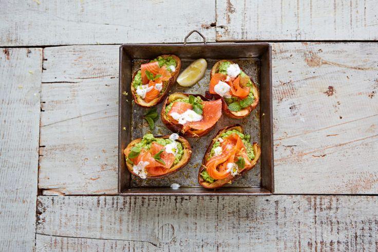 Изображение рецепта Запечённый картофель с горошком и копчёным лососем