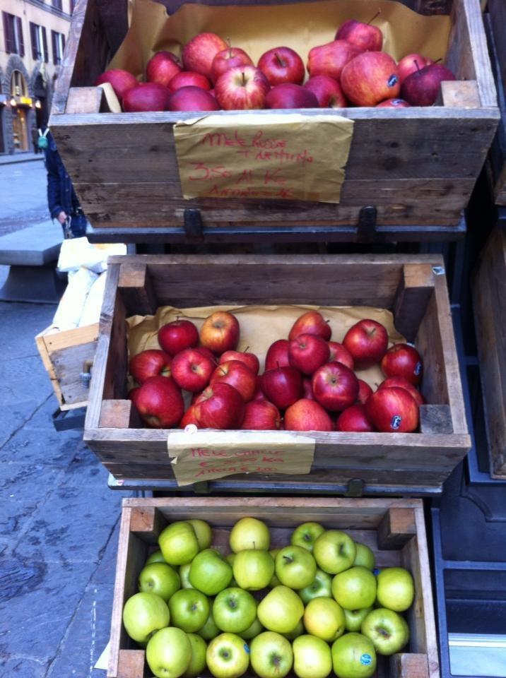 mele in cassetta una mela al giorno toglie il medico di torno PER VOTARE QUESTA FOTO http://www.dallapianta.it/blog/wp-content/plugins/wp-photocontest/viewimg.php?post_id=505_id=97