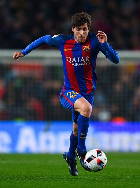 Sergi Roberto of FC Barcelona runs with the ball during the Copa del Rey quarter-final second leg match between FC Barcelona and Real Sociedad at Camp Nou on January 26, 2017 in Barcelona, Catalonia.