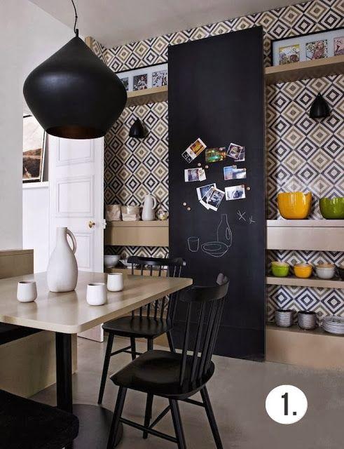 Mur de cuisine en carreaux de ciment et tableau noir Regard et maisons via Nat et nature