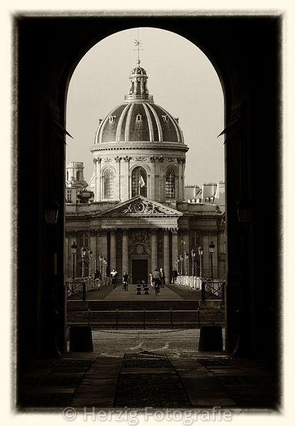 Paris, Blick über den Pont des Arts auf Institut de France