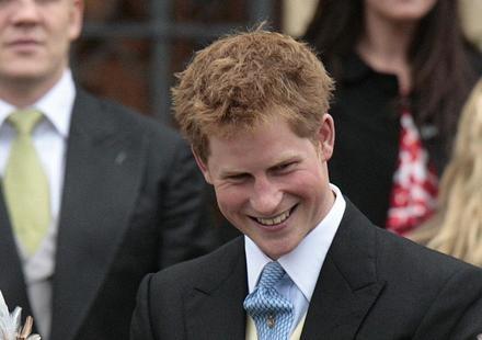 """Harry, Gentleman déchiré : """"Regarde, Begas, les joyaux de la Couronne !""""… Une blonde sans scrupules déballe tout"""