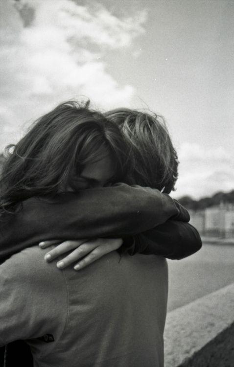 Je te souhaite une bonne nuit mon amour  Je dois avouer être frustré, depuis hier je n'ai pas trouvé les bons mots pour t'exprimer mon bonheur ressenti hier ou decrire la troublante beauté de ton visage quand je l'ai tenu entre mes mains. Tu vas trouvé ça ridicule mais ça me mine... Je veux revivre ce moment de plénitude avec toi, avec toi seulement  ❤️❤️❤️
