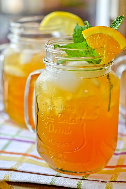 Lemonade Iced Tea by Full Fork Ahead, via Flickr - a thoroughly enjoyable, thirst-quenching, easy drink to make for your Summer backyard parties. Alcoholic and non-alcoholic options included!