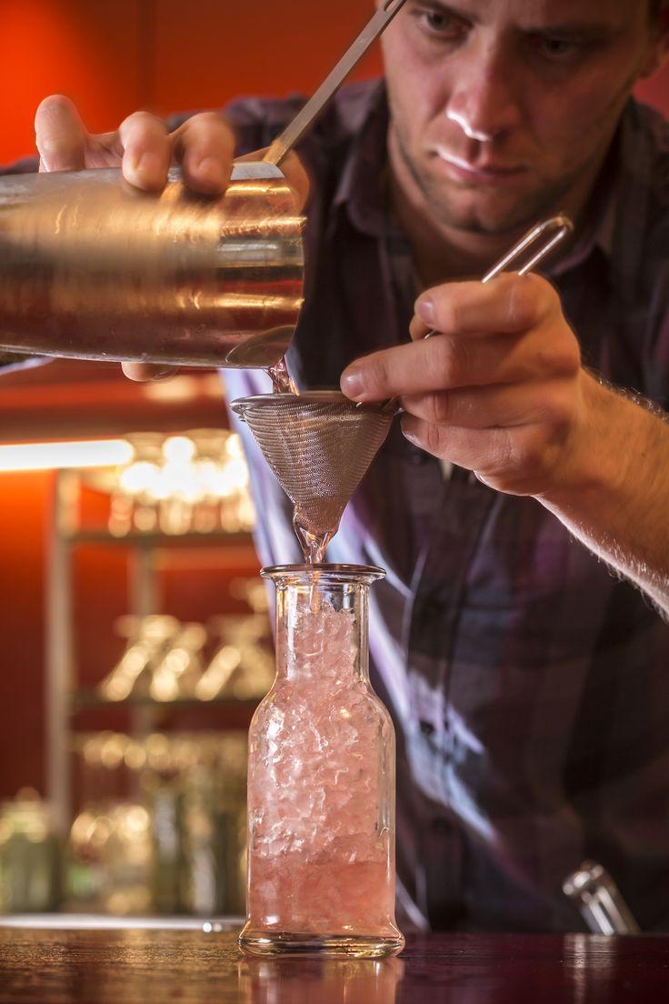 Το αγαπημένο σας Pasaji σερβίρει νόστιμα cocktail με ή χωρίς αλκοόλ. Ελάτε να απολαύσετε το αγαπημένο σας ποτό με φίλους ή συναδέλφους βάζοντας μια κατακλείδα στην βδομάδα που πέρασε. Σας περιμένουμε! #Pasaji #PasajiAthens #CityLink #Athens #Cocktails #AthensFood #Restaurant #AthensRestaurant #FoodInAthens #RestaurantInAthens #LunchBreak #Athens #cocktails #SignatureCocktails #JohnSamaras