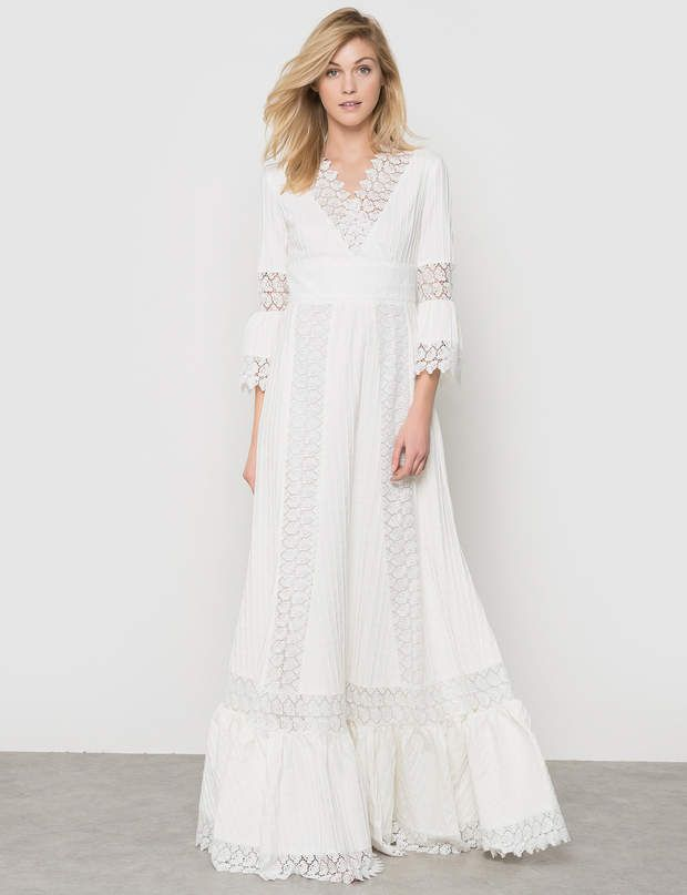 Robe blanche: oversize Robe longue taille haute, guipure en dentelle florale, Delphine Manivet x La Redoute Madame, 300 €.