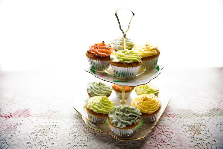 Vintage cake stand and cupcakes from Oh So Sweet Occasions. Photo: Beautyteam.ie