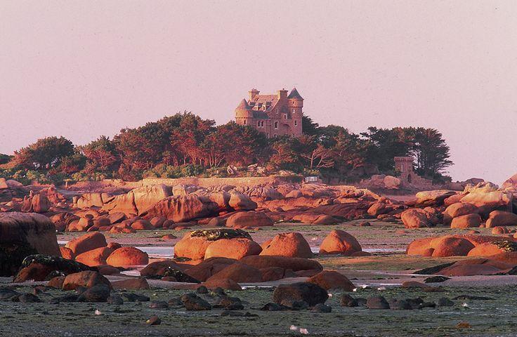 La Côte de granit rose Bretagne - Erich Spiegelhalter #voyage #france #bretagne…