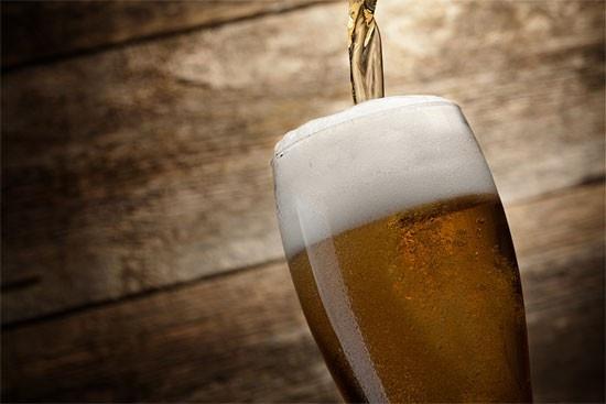 La birra può essere usata per lucidare i mobili in legno e come concime per le piante    casadivita.despar.it