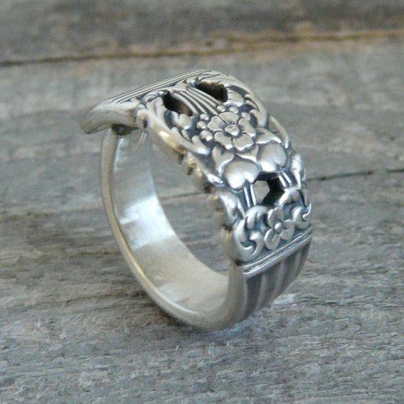Nos anneaux de cuillère est faits à la main et sur mesure de taille. Celles-ci font des bandes de mariage de grands hommes ou de femmes. Argenterie est