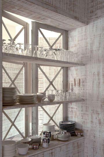 Window Storage | Living Large in Small Spaces | etxekodeco.blogspot.com.es