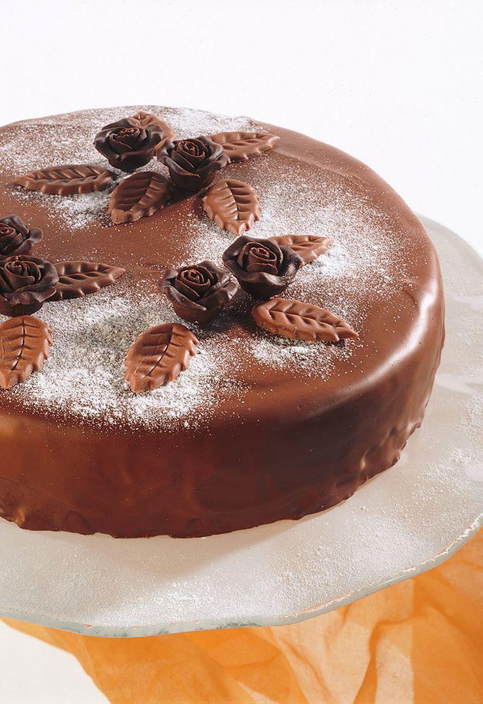 Saftig schokoladige Torte mit Orangenfüllung