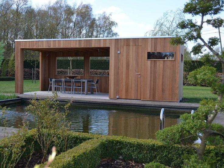 Modern bijgebouw aan zwemvijver - beplanking tropisch hardhout iroko - dakbedekking epdm met weggewerkte regenafvoer