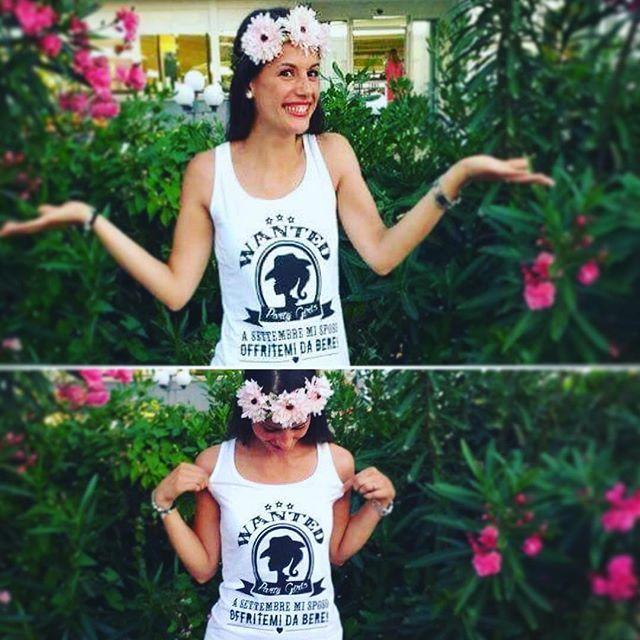 Futura sposa con la Wanted Party t-shirt, rigorosamente in bianco! Segni particolari...bellissima! #bachelorettepartyweekend #wlasposa #bacheloretteparty #bridetobe #futurebride #wantedpartytshirt #instatshirt #thanktop #happymoments #customtshirts by #creamadesign #bachelorettetshirts #creativity