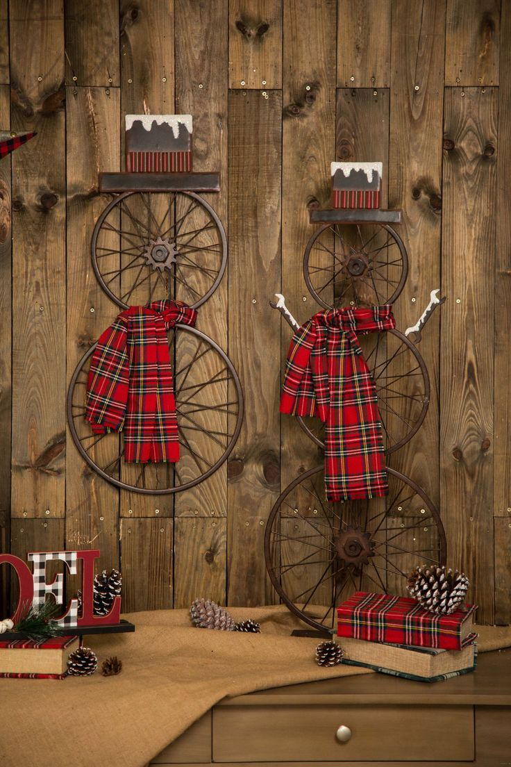 It seems like our #rustic snowmen are done with snow. Let them roll! Browse all holiday decor at www.glitzhome.com #christmasdecorating #farmhouse