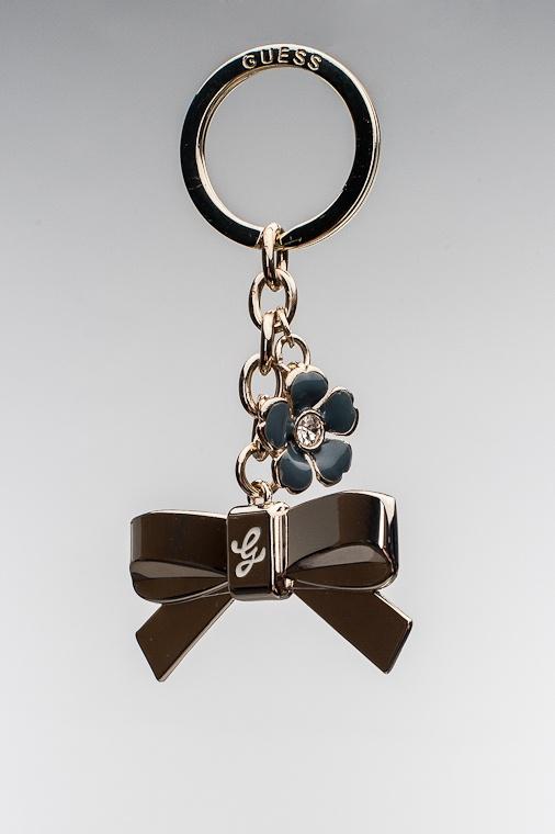 Guess Amour Pretty Bow Keychain, indigo 35,00 € www.fashionstore.fi