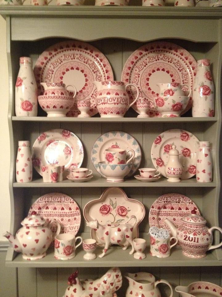 Emma Bridgewater Scattered Rose on display