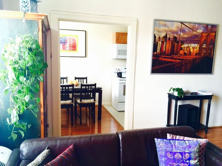 Apartment in Washington, United States. Beautiful and large 1-bedroom apartment in the heart of Woodley Park neighborhood. Just minutes from the Washington Marriott Wardman Park Hotel and the National Zoo. Few-minute walk to Woodley Park Metro Station.  Charming neighborhood in the hear...