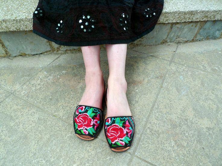 #avarcas #menorca #embroidery #ethnic #avarcasthailand #color #bordado #shoes #love #igersmenorca #friday #quoque #quoquemenorca #quoqueshop #colorentuspies #fashion #summer