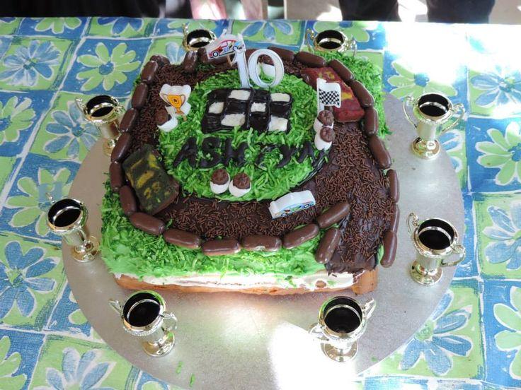 Speedway racetrack cake