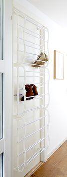 http://jysk.nl/opbergen/kleinmeubelen/schoenenkasten/schoenenrek-over-de-deur-vojens-wit