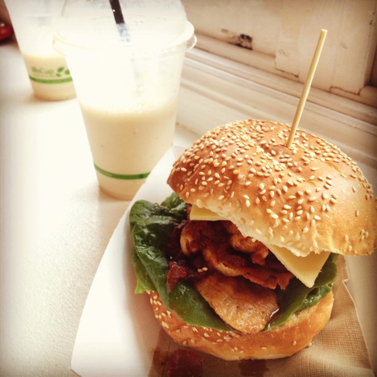 The Top Shop - Cafe Byron Bay Amazing Burgers, healthy takeaway salads, cold pressed juices, bircher muesli and awesome coffee