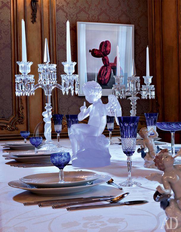 """Подстановочные тарелки, 5216 руб. каждая, обеденные тарелки из коллекции """"Игра волн"""", 4532 руб. каждая, все фарфор, Meissen; фужеры для шампанского из коллекции """"Иван"""", хрусталь, Cristal de Paris, 8613 руб. за набор из шести штук; столовые приборы из коллекции """"Диалог Матт"""", серебро, Rosenthal, цена по запросу; подсвечники Enfant, хрусталь, Baccarat, 157 000 руб. каждый; фигурка """"Купидон"""", хрусталь, Daum, 419 800 руб.; блюдо для торта из коллекции My Garden Glass, хрусталь, 5760 руб., и…"""