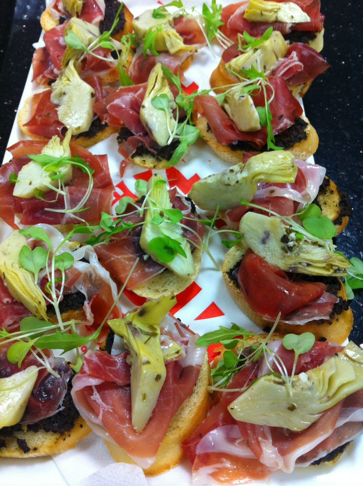 Crispy croutons topped with olive tapenade, parma ham and grilled artichoke