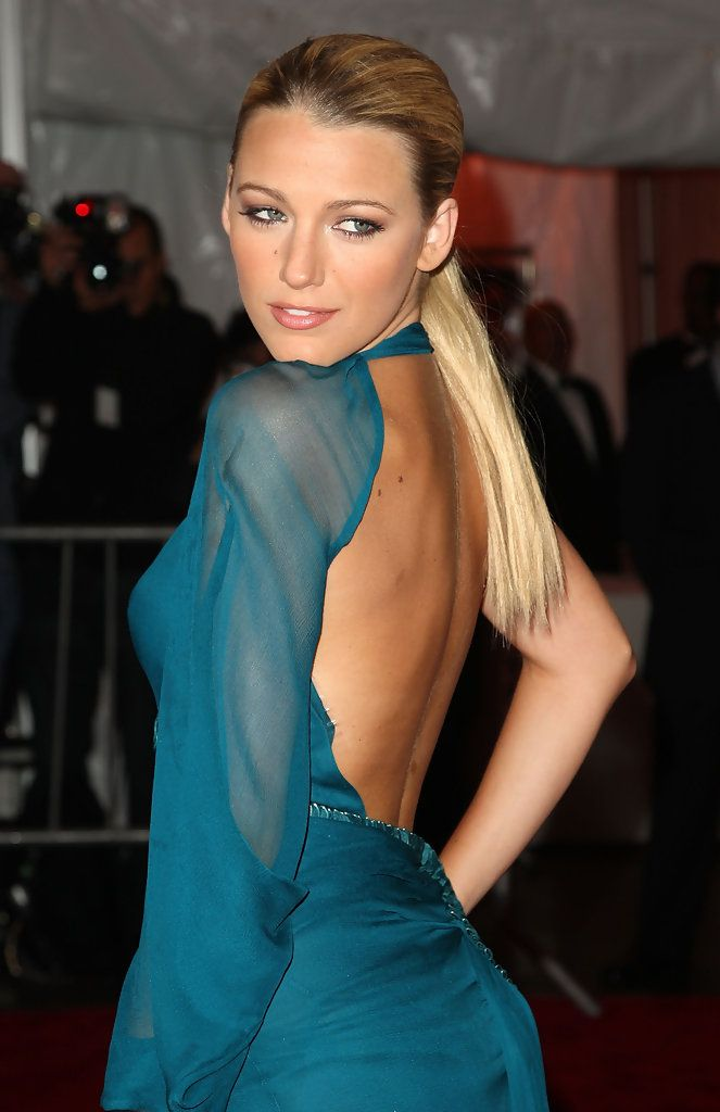 "Blake Lively Photos - ""The Model As Muse: Embodying Fashion"" Costume Institute Gala - Arrivals - Zimbio"