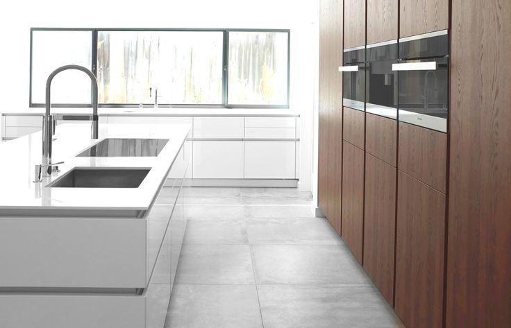 Keuken Wasbak Met Kraan : met inbouwapparatuur en kookeiland met een moderne wasbak en kraan