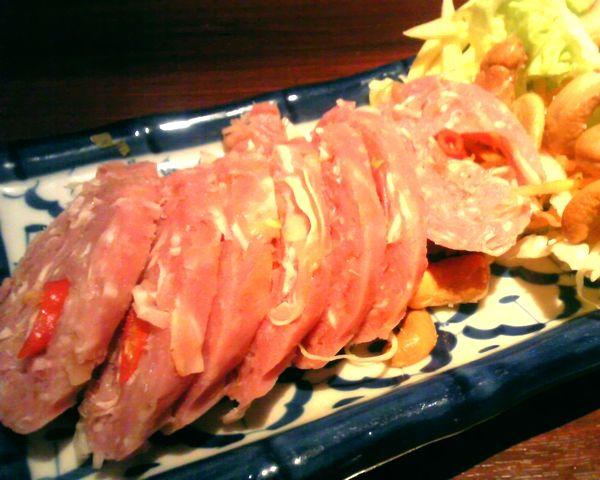 แหนมหมู (Naem Muu), Sour pork sausage.