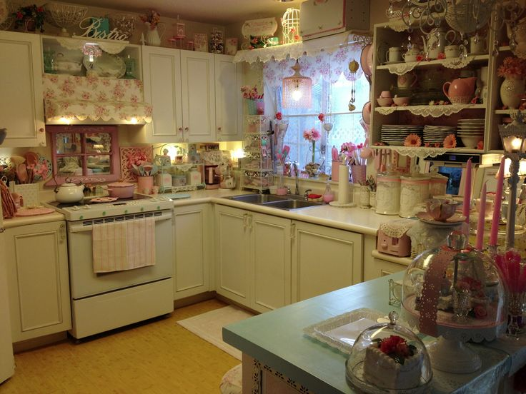 Pink shabby chic kitchen kitchens pinterest for Chic kitchen ideas
