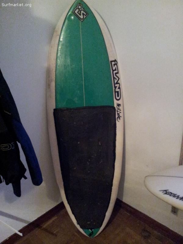 Se vende kneeboard australiano, marca Island, shapeada por Neil Luck!!!!  Cuatro / quillas adelantads y agrupadas.  Rapidísima  y maniobrable, muy polivalente.  Se regalan quillas originales y adaptadores para FCS.  Medidas