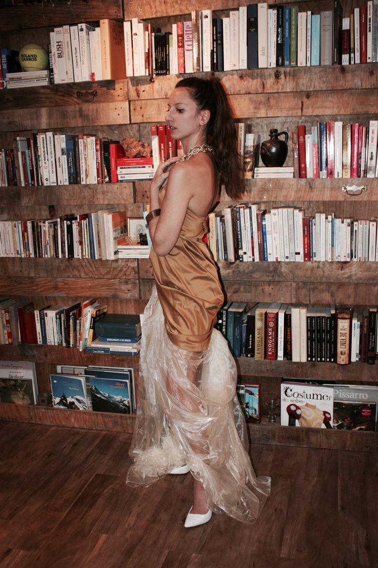 Robe de soirée (gala)  Modèle : La Mille et une nuits Robe en satin microfibre doré et traine d'organza ivoire Création : Marine Guillemette