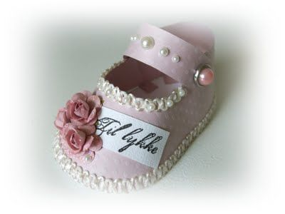 baby shoe paper pattern - Cute for baby shower.