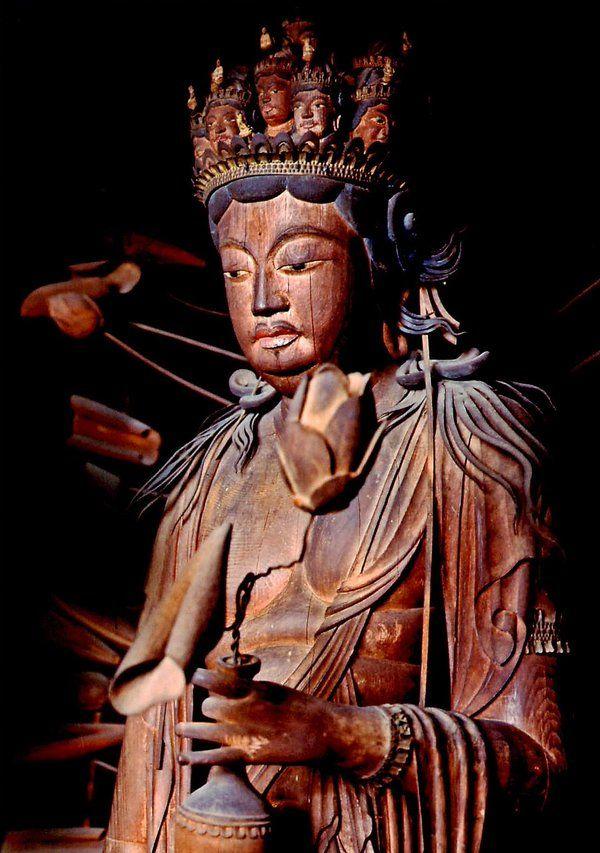 """仏像紹介BOT en Twitter: """"法華寺木造十一面観音立像:奈良県所在。天竺の仏師・問答師が光明皇后を題材に刻んだと伝承される。仏教の教理では、女性はそのままでは菩薩になれず、一度男性になってから菩薩にならないといけなかった。そのため、中性的な菩薩像が多数生まれた。https://t.co/tYuxUOcXD3"""""""