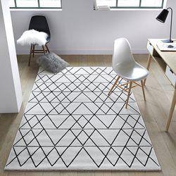 Tapis | Une tapis très moderne. #tapismoderne #tapisoriginal #designinterieur http://magasinsdeco.fr/