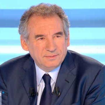 Francois Bayrou �tait linvit� de Dimanche  DECRYPTAGE - Les hommes du pr�sident jugent Hollande de Juliette dIncamps Dans une France qui a atteint le stade ultime du
