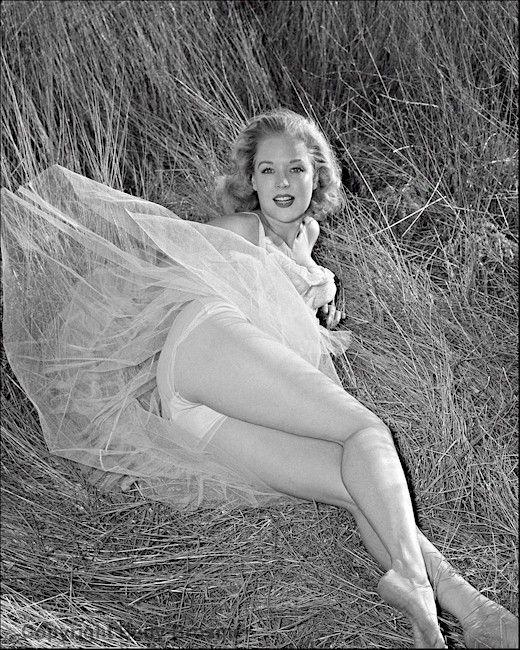 Betty Brosmer  володарка найшикарнішої фігури 50-х років