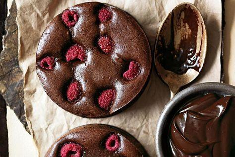 Tarte au chocolat noir et aux framboises / Donna Hay   – Cakes