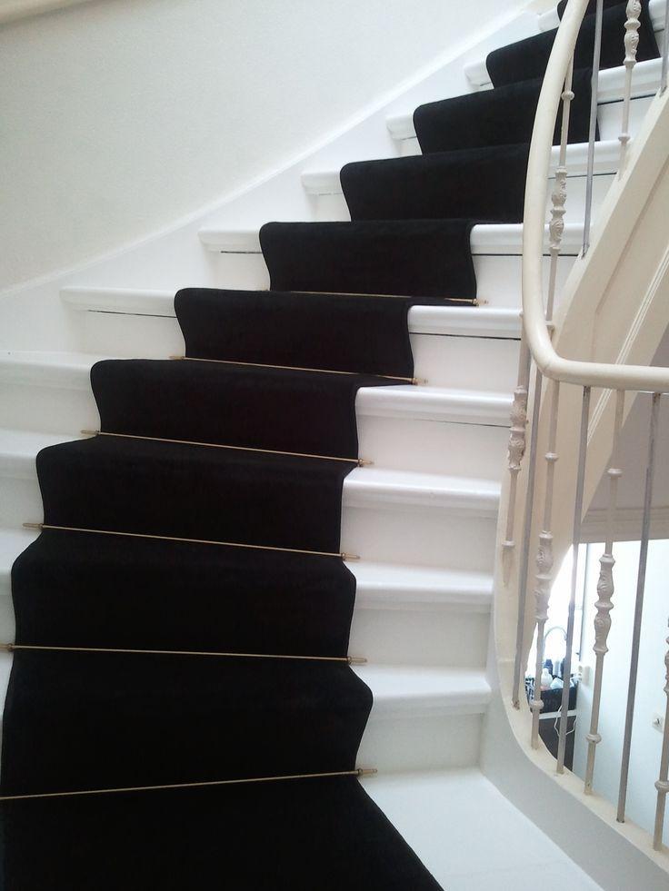 zwart tapijt als traploper gemaakt