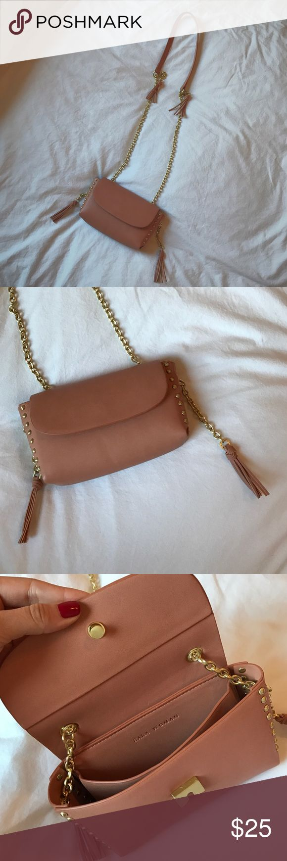 Adorable Zara Bag This bag is perfect for a night out. So cute and so girly. Never used!! Like brand new! Zara Bags Crossbody Bags