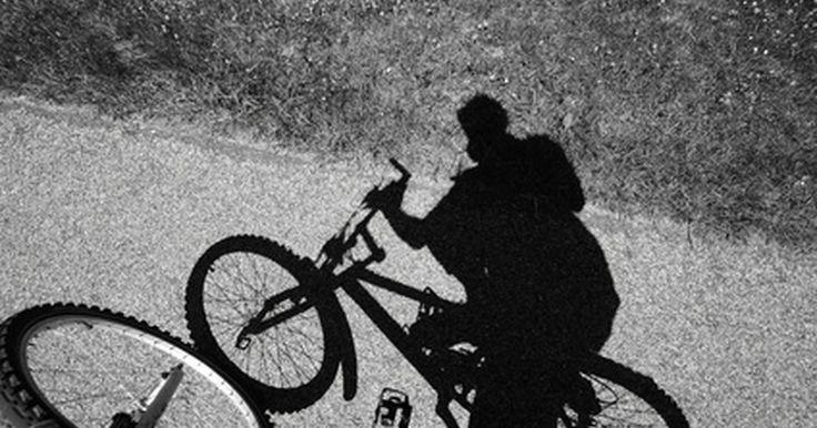 Lista de marcas de bicicletas BMX. BMX, abreviación para las bicicletas motocross, se refiere a un estilo de montar en bicicleta que consiste en realizar acrobacias, saltos o maniobras alrededor de obstáculos. Las bicis BMX están diseñadas para ser usadas en tierra, pavimento o rampas de madera, y normalmente son identificadas por sus neumáticos estándar de 20 pulgadas (50.8 cm) y ...