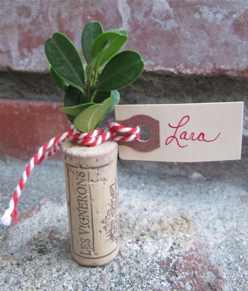 Christmas Place Cards - corks, greens & twine Get the easy tutorial - and if u have no wine corks no worries I'll share!: