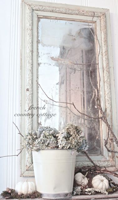 FRENCH COUNTRY COTTAGE: Simple Autumn Vignette