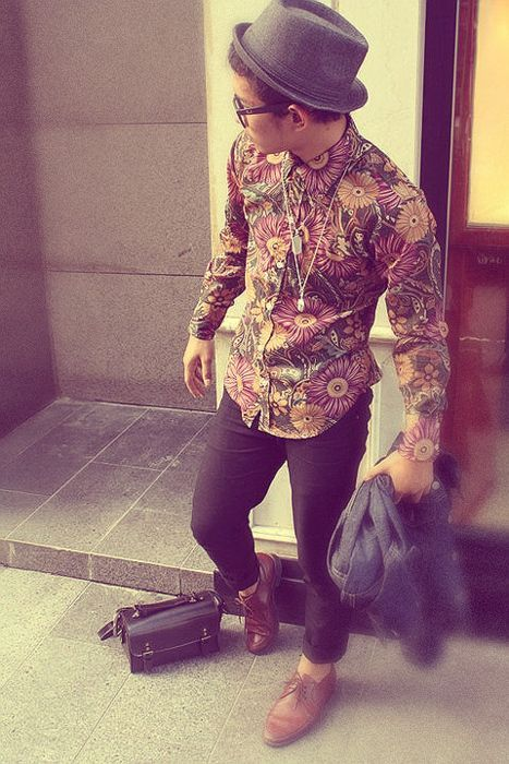 ▶︎ ankle pants, funky shoes , printed shirt and the quintessential hat!! and you're all bohemian